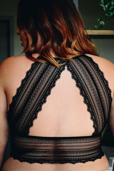 Picture of Curvy Scalloped Lace Back Bralette